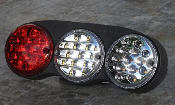 Dreikammer- Multifunktionsleuchte in neuster LED- SMD Technologie Blinker/Stop/Rück 837/15/00